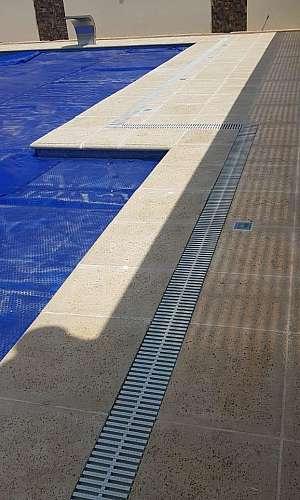 Grelha para lateral de piscina