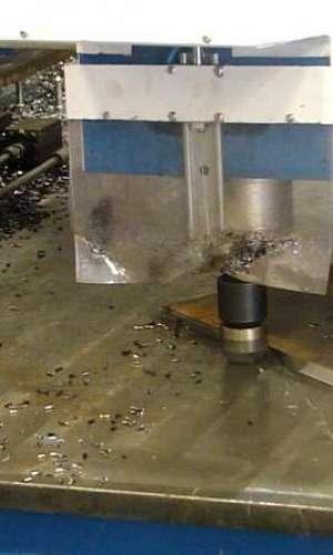 Máquina de chanfrar chapas de aço