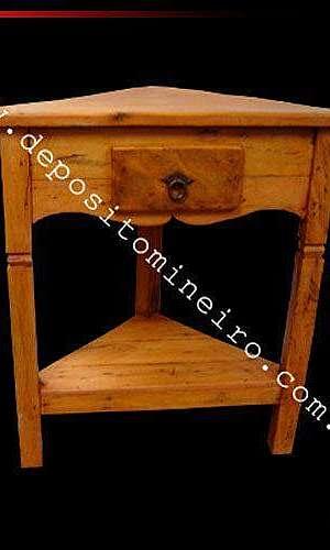 Mesa lateral de madeira rústica